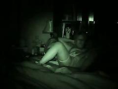 Ältere Paare, die Sex auf Nachtsichtvideokamera im Schlafzimmer