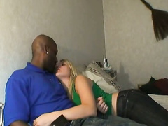 Cheating blonde Frau immer einige großen schwarzen Schwanz auf dem schlauen