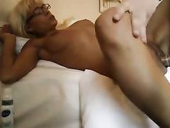 Blondes weiß, wie man mehr Spaß hausgemachte Amateur-Porno Sex zu haben