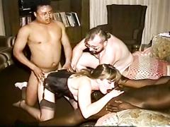 Interracial Schaukel Gruppe Sex-Session zu Hause mit einer geilen hübschen Dame