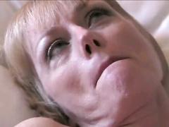 Ältere blonde Frau bekommt eine weitere Creampie hausgemachte Pornos